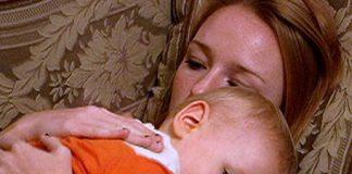 jonge moeder met baby