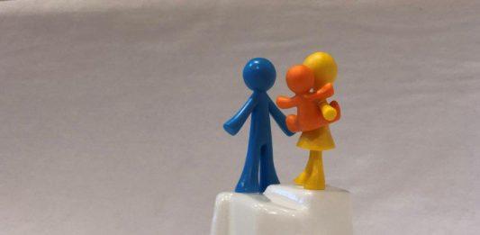 Ouders en kind op ijsberg
