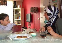 multicultureel gezin: moeder en zoon
