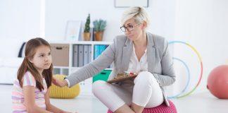 Meisje en kinderpsycholoog